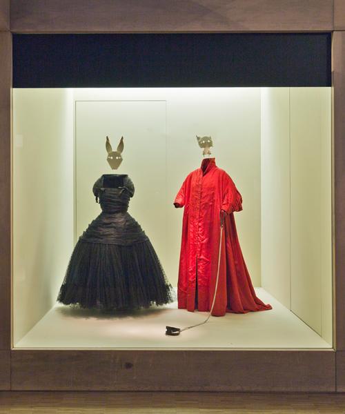 Parte-final-de-la-exposición-de-Assaad-Awad-plays-Balenciaga