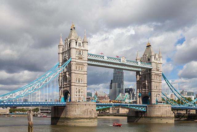 640px-Puente_de_la_Torre,_Londres,_Inglaterra,_2014-08-11,_DD_092 Foto Wikipedia Diego Delso