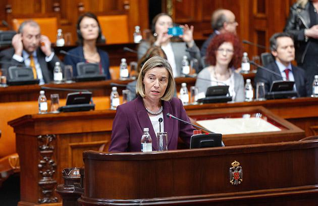 Mogherini en parlamento Serbia_Foto eeas
