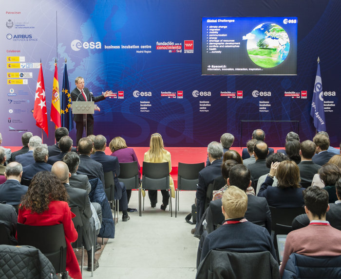 ESA_DG_Johann-Dietrich_Woerner_at_ESA_BIC_Madrid_Region_node_full_image_2