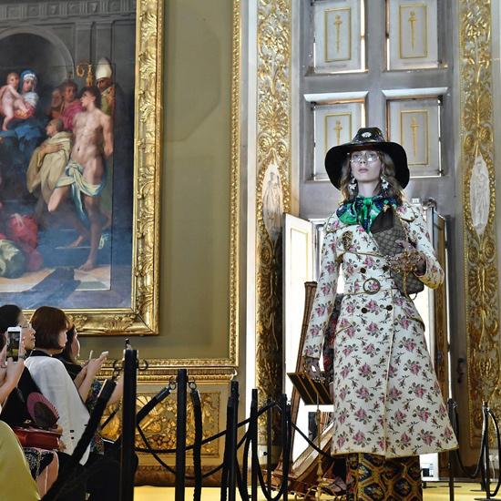 Gabardina-de-Gucci -colección-crucero-2018