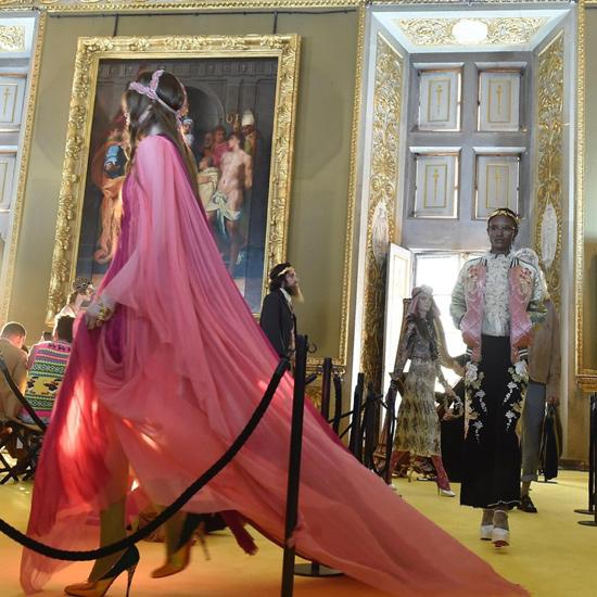Uno-de-los-vestido-de-Gucci -colección-crucero-2018