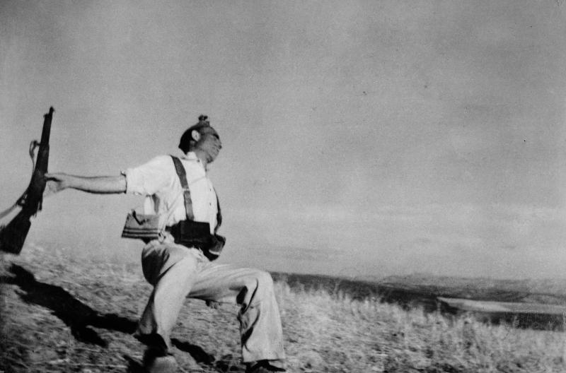 Robert Capa Muerte de un miliciano 1936  Robert Capa © International Center of PhotographyMagnum PhotosContacto