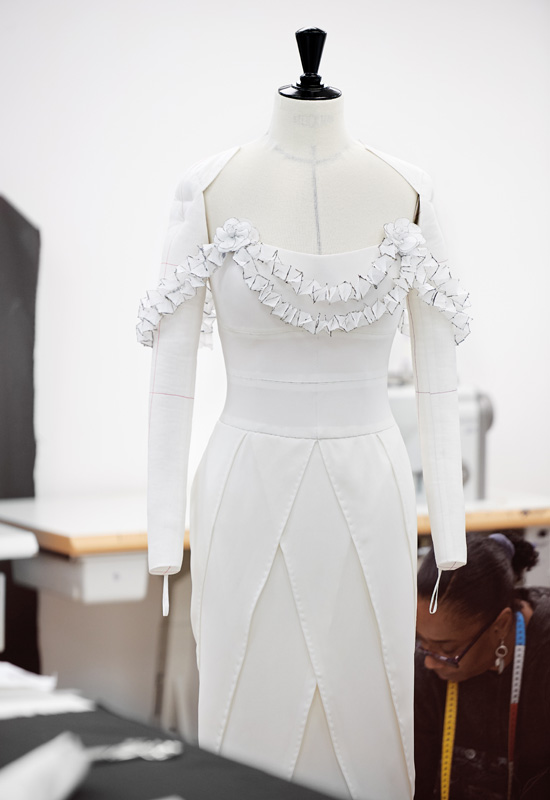 Pruena-en-el-taller-de-Chanel.jpg