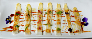 Carpaccio de esparragos de navarra cacahuete vermú y aromaticas_rest Alhambra