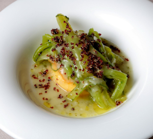 Patata duquesa a la importancia con borrajas y quinoa_rest Treintaitres
