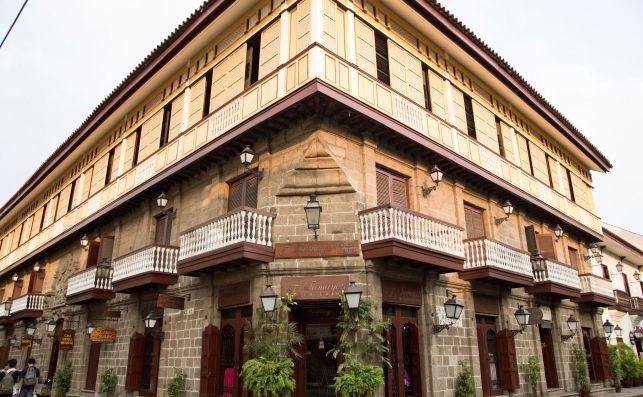 Arquitectura-con-reminescencias-del-pasado-colonial-espanol-en-filipinas_16_643x397