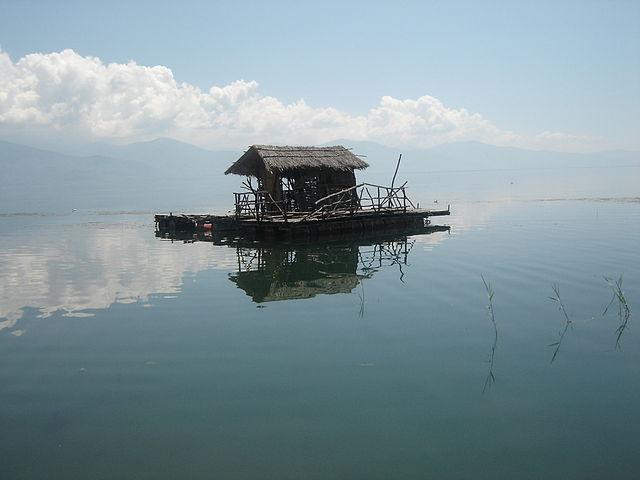 Fishing_at_Lake_Prespa_Foto Wikipedia Bomac