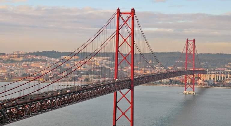 Puente-25abril-lisboa-dreamstime