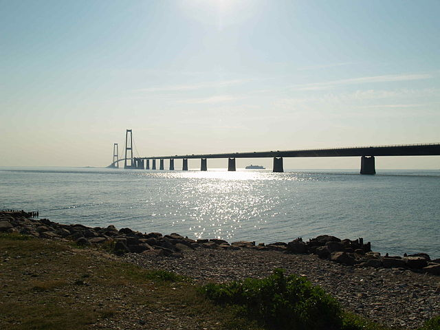 640px-Storebælt-Brücke3