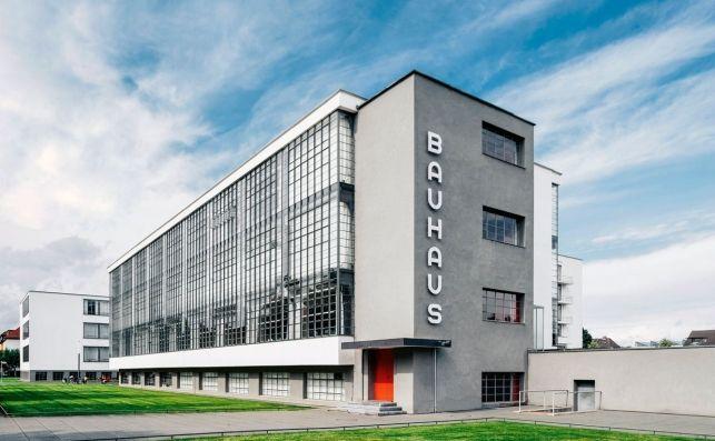 Sede-de-la-escuela-bauhaus-en-dessau_16_643x397