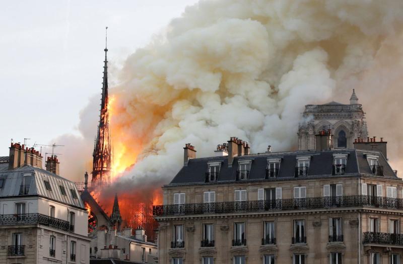 Notre Dame fuego