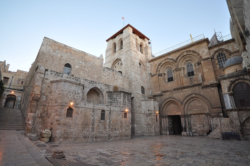 1024px-The_Church_of_the_Holy_Sepulchre-Jerusalem
