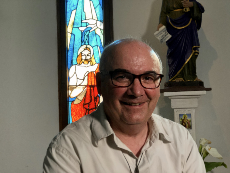 Padre Enrique Sarneguet en su parroquia de Huasco