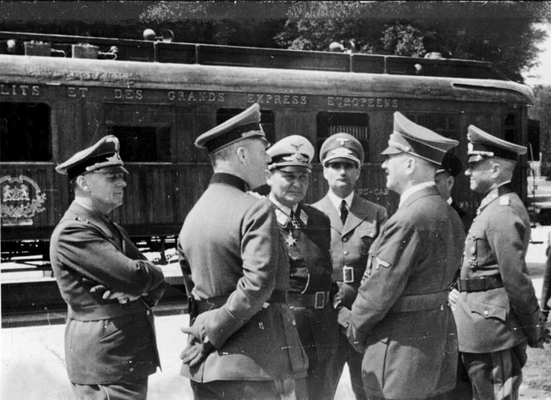 Bundesarchiv_Bild_183-M1112-500 _Waffenstillstand_von_Compiègne _Hitler _Göring