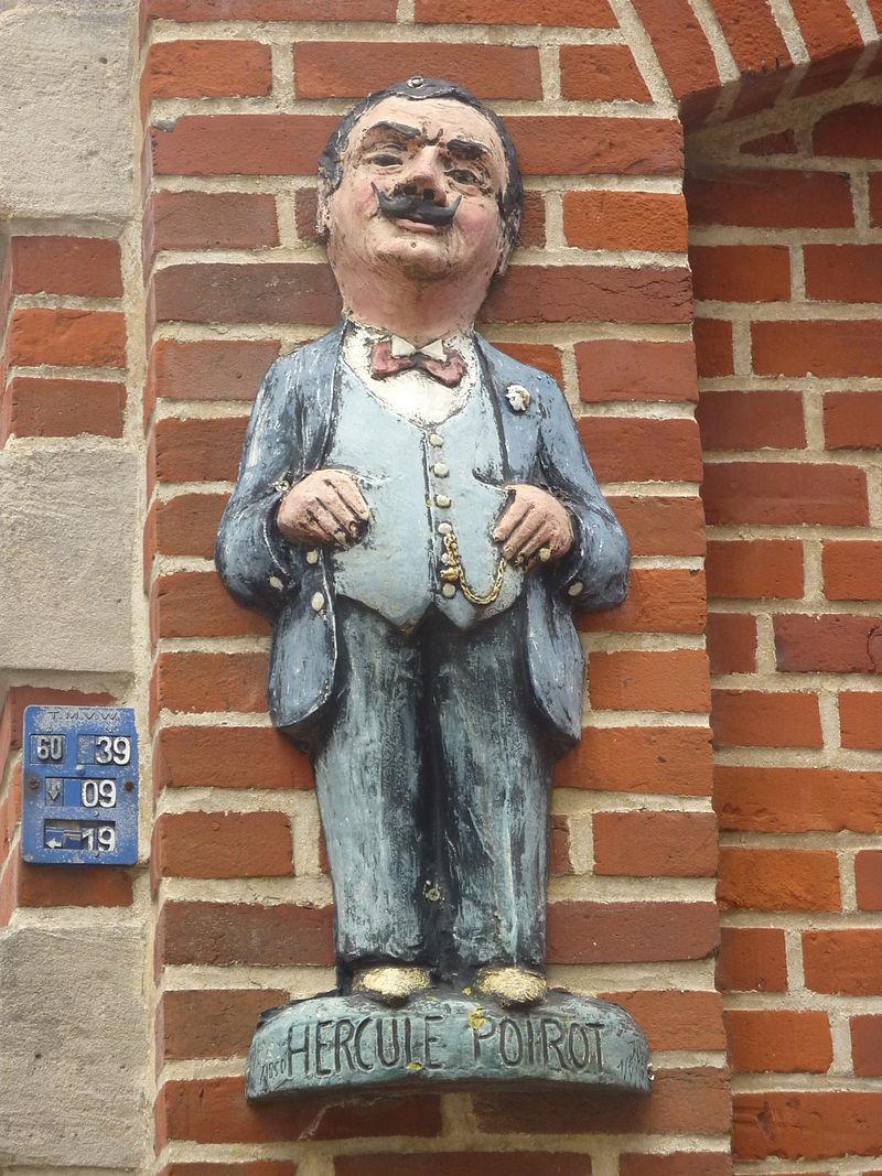 800px-2011-07-26_Belgique_-_Ellezelles_-_Hercule_Poirot_002 _Lumixbx