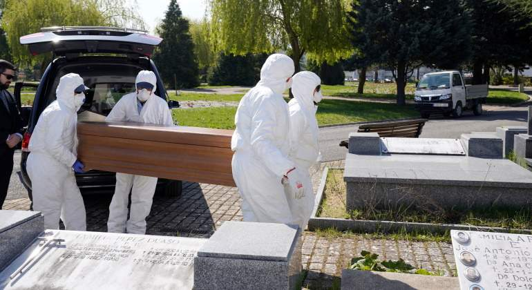 Coronavirus-muertos-cementerio-espana-reuters