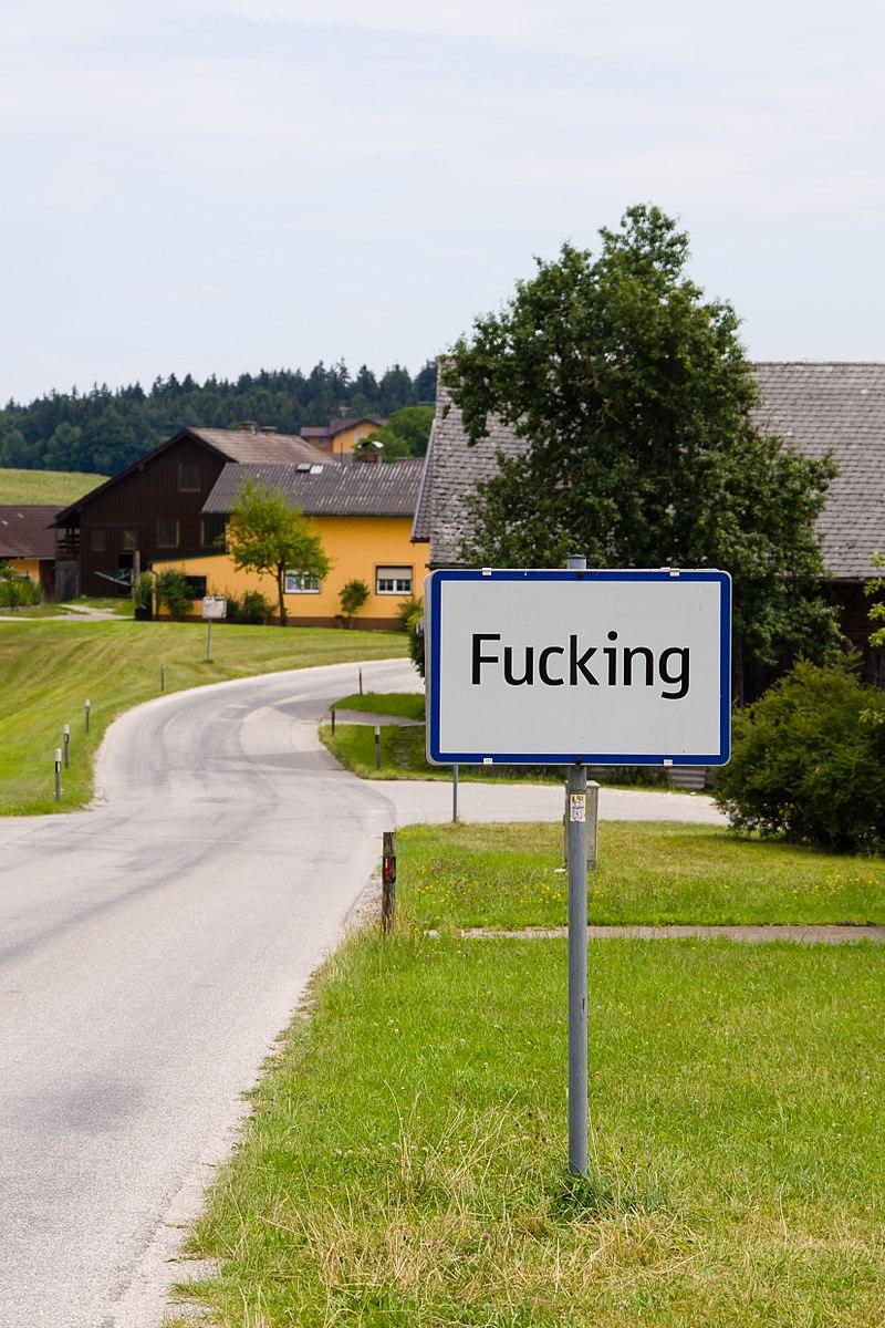 800px-City_limit_sign_of_Fucking _Austria