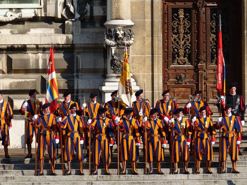 1024px-Anciens_gardes_suisses_pontificaux_à_Lausanne_4